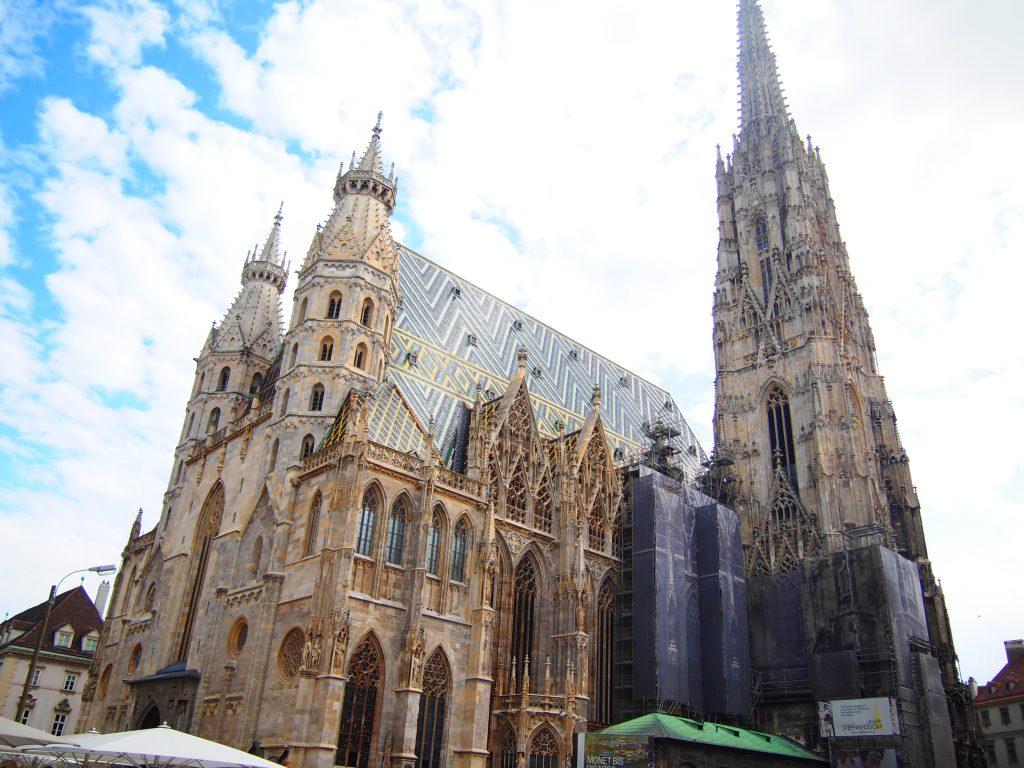 ウィーン 公園 テント キャンプ 泊 オーストリア プラハ チェコ 世界一周 旅 ブログ 観光 教会