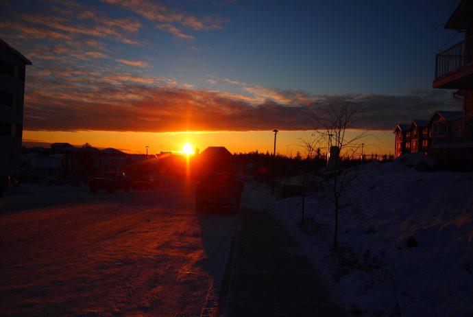 イエローナイフ 世界一周 カナダ オーロラ 以外 雪 極寒 観光 物価