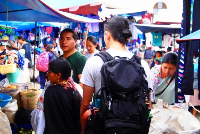 エクアドル,オタバロ,民族衣装,土曜市,おすすめ,ご飯,世界一周,夫婦